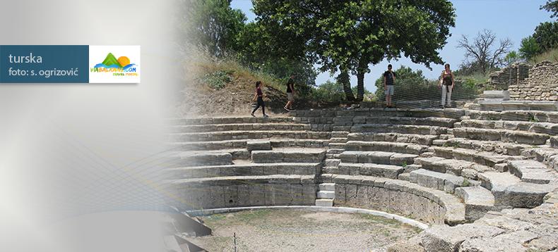 troja-amfiteatar